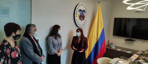 El Consulado General de Colombia en Lima participa de #DedicaUnLibroyDónalo
